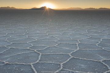 Salar de Uyuni salt flat at sunset, Altiplano, Bolivia