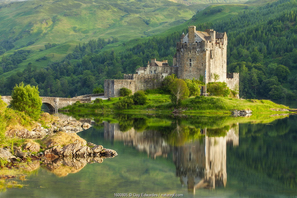 Eilean Donan Castle and Loch Duich, Kyle of Lochalsh, Highlands, Scotland, UK.