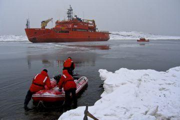 Aurora Australis Resupply vessel, Mawson Harbour, Antarctica March 2005