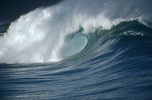 Breaking waves, Waimea shorebreak, Oahu, Hawaii  -  Bob Barbour