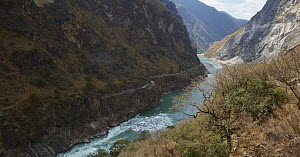 Jinsha River flowing through Leaping Tiger Gorge one of the deepest river canyons in the world, Yunnan Province, China - Martin Willis