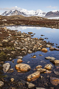 Bay and mountains, Eidembukta, Spitsbergen, Svalbard, Norway - Heike Odermatt