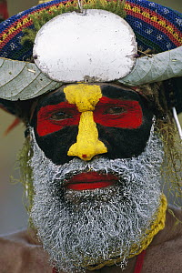 Aboriginal man with his face painted for the Mt Hagen cultural show, Papua New Guinea - Patricio Robles Gil