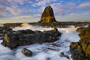 Rock formation at sunrise, Pulpit Rock, Cape Schanck, Mornington Peninsula, Victoria, Australia - Gary Bell/ Oceanwide