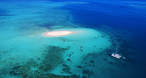 Boat near sand island, Beaver Cay, Great Barrier Reef, Queensland, Australia  -  Martin Willis