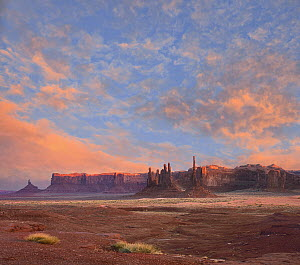 Rock formations at sunset, Totem Pole and Yei Bi Chei, Monument Valley, Utah  -  Tim Fitzharris