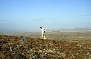 Sir David Attenborough on Lichen Hill, Namib Desert, Namibia on location for BBC Private Life of Plants - NEIL NIGHTINGALE