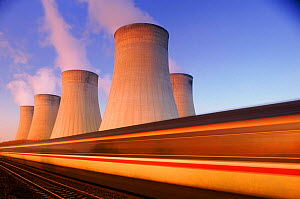 Ratcliffe-on-Soar Power Station, and train Nr Nottingham, England Energy and railways. - David Noton