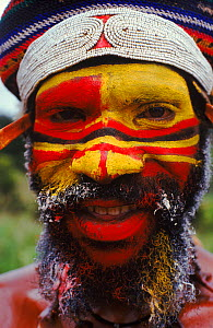 Huli man at sing-sing nr. Mount Hagen, Papua New Guinea. Traditional dress. 1990.  -  NEIL NIGHTINGALE