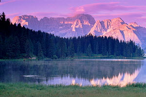 Lago Misurina and Mount Sorapis at sunrise, Italian Dolomites, Europe  -  Tim Edwards