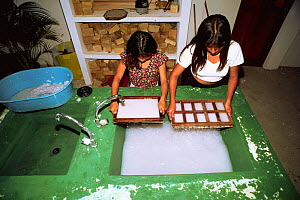 Paper recycling project, children making new paper, Pro Pueblo Foundation, La Entrada, Ecuador  -  Pete Oxford