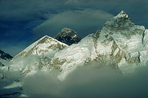 Himalayas with Mt Everest in background taken from Kala Patar, Nepal  -  Leo & Mandy Dickinson