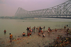 People bathing in the Ganges, Calcutta, West Bengal, India - Pete Oxford