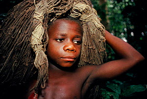 Bambuti pygmy boy with net made from plant fibres. Epulu Ituri Reserve, DR Congo (formerly Zaire)  -  Jabruson