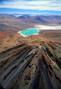 Laguna Verde and extinct volcano Licancabur on the altiplano of Bolivia at 4500m - Doug Allan