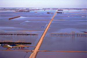 Aerial view of flooded land at Grand Forks, North Dakota, USA. April 1997  -  GRANT MCDOWELL