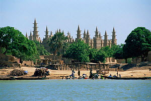 Mosque on Niger river, locals doing their washing on riverbank, Mali. West Africa  -  Grant McDowell