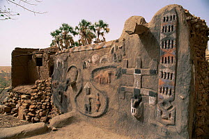 Dogon mural, relief carving on side of house, Mali, West Africa  -  Grant McDowell