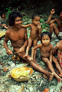 Villagers with honeycomb, Palawan, Philippines  -  Dario Novellino