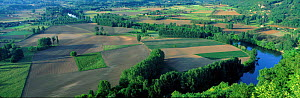 Panoramic view of the Dordogne Valley taken from Domme, France  -  David Noton