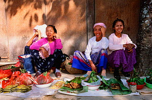 Dai people at market Xishuangbanna, Yunnan, China - minority Buddhist group, wear colourful clothes and long skirts 2001  -  Pete Oxford