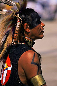 Native American Indian dancer in traditional dress, Sioux, Wisconsin, USA  -  Larry Michael