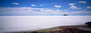 Car crossing Uyuni, largest salt pan in world, south west Bolivia, South America - Pete Oxford