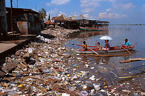 Pollution of coastal communities. Philippines.  -  Jurgen Freund