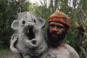 Asaro mudman holding mud mask Irian Jaya / West Papua, Papua New Guinea 1991 (West Papua).  -  NEIL NIGHTINGALE