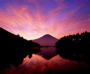 Y-7202 Mount Fuji reflected in lake at sunset, Honshu, Japan. - Aflo