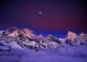 N-21604 Mount Everest at dawn with full moon, Sagamartha NP, Himalayas, Nepal.  -  Aflo