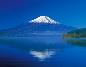 N-23202 Mount Fuji reflected in lake, Honshu, Japan. - Aflo