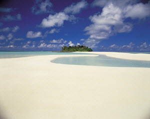 Y-1105 Tropical beach and island in distance, Maldives, Indian Ocean  -  Aflo