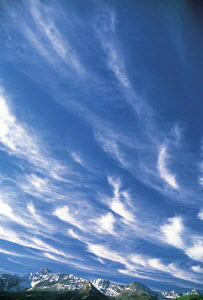 Y-6504 Cirrus clouds in blue sky above mountain range, North America  -  Aflo