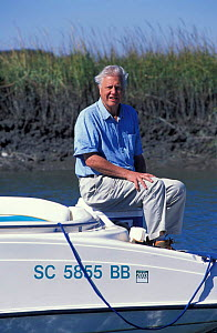 Sir David Attenborough on location 'Life of Mammals' 2002 filming Dolphins, S Carolina, US  -  Neil Lucas