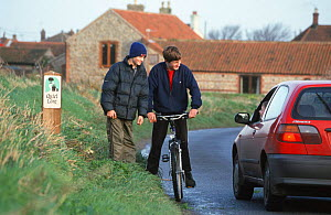 Cyclists talking to car driver on 'Quiet Lane Project' Norfolk, England  -  Julia Bayne