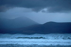 Waves breaking off the coast of Kerry, Eire. Stormy weather.  -  Ian McCarthy