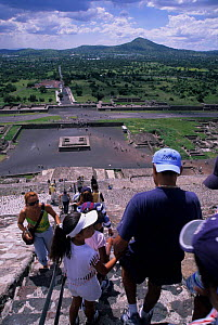 Climbing the Pyramid of the Sun, Teotihuacan - Aztec archaeological site, Mexico. - Daniel Gomez