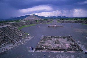 Avenue of the Dead. Teotihuacan Aztec archaeological site, Mexico. - Daniel Gomez