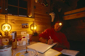 Doug Allan in Kvalvagon hut on location for BBC 'Kingdom of the Ice Bear', April 1996, Svalbard, Norway  -  Mats Forsberg