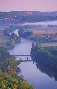 Aerial view of Dordogne Valley from Domme, Quercy, France  -  David Noton