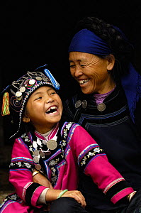 Hani Mother and Child. Hani Ethnic minority people. Yuanyang, Honghe Prefecture, Yunnan Province, China 2006  -  Pete Oxford