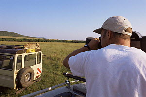 Camerman Gavin Thurston filming Cheetah on top of vehicle for BBC NHU 'Big Cat Diary', Masai Mara GR, Kenya  -  Marguerite Smits Van Oyen