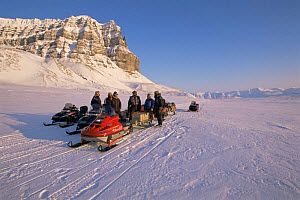 BBC NHU film crew travelling by snow mobile in search of Polar bears, on location for 'Blue planet', Svalbard, Norway, April 1996  -  Mats Forsberg