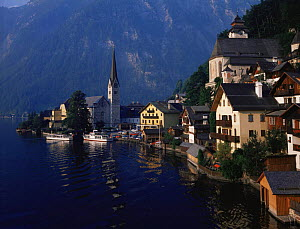 Lakeside village of Hallstatt with mountains in the background, Austria, Europe  -  Kirkendall-Spring