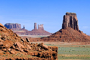 Eroded sandstone cliffs in the Monument Valley Navajo Tribal Park, Arizona, USA May 2007 - Philippe Clement