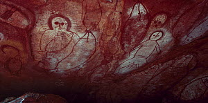 Ancient aboriginal Wandjina rock art in cave, Bigge Island, Western Australia - Jurgen Freund