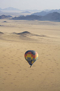 Aerial view of a balloon flight near the Sossuvlei dunes, Namibia  -  Sue Flood
