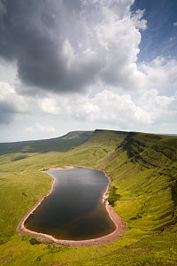 Llyn y Fan Fach,  a glacial cirque, beneath Black Mountain in the Brecon Beacons National Park, Powys, Wales  -  Nick Turner