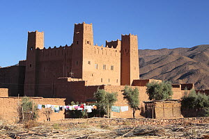 Clothes drying outside the walls of the Kasbah of Timidarte, Dr�a Valley, Morocco December 2007 - Juan Manuel Borrero